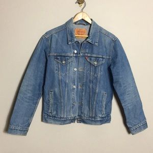 Levi's • Oversized Denim Trucker Jacket